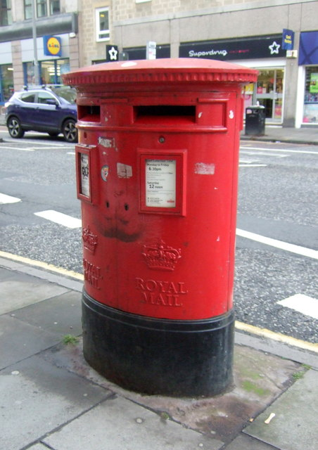 Double aperture Elizabethan postbox on Nicolson Street, Edinburgh EH8