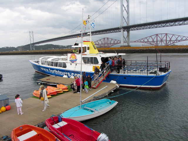 Passengers disembarking from the Forth Belle