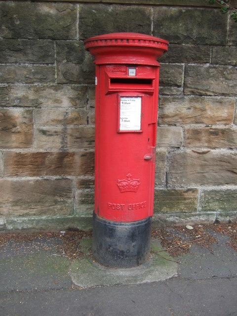 Elizabethan postbox on Cluny Gardens, Edinburgh EH10