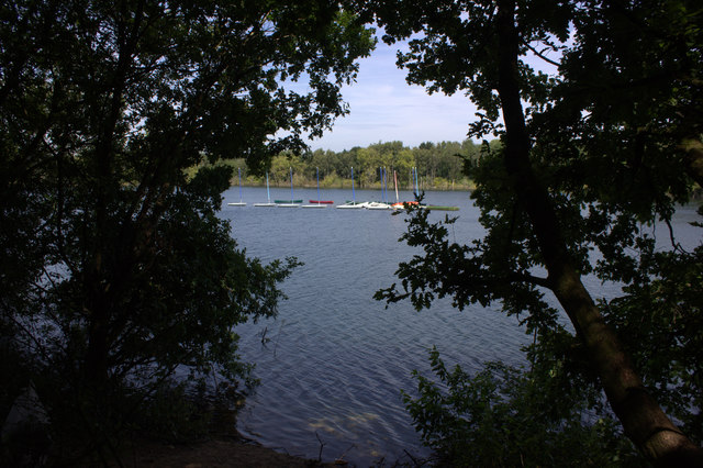 Mercers Park lake from the footpath on the south side