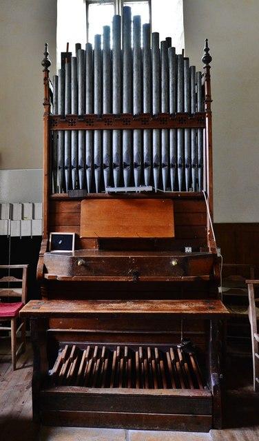 Little Barrington, St. Peter's Church: The organ