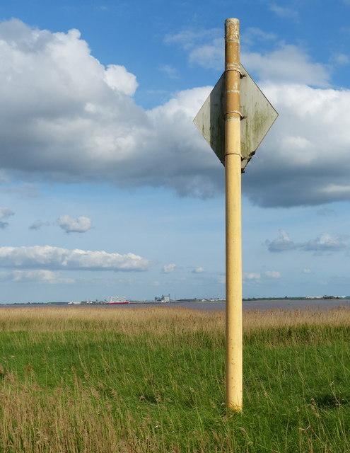 Gas pipeline marker along the Humber shoreline