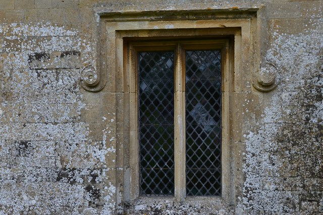 Little Barrington, St. Peter's Church: Nicely detailed south window