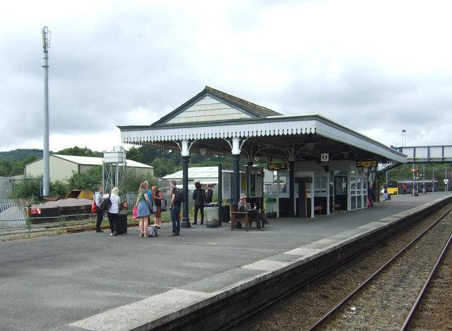 Par Railway Station