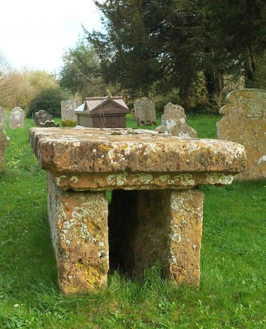 Table tomb, Powerstock