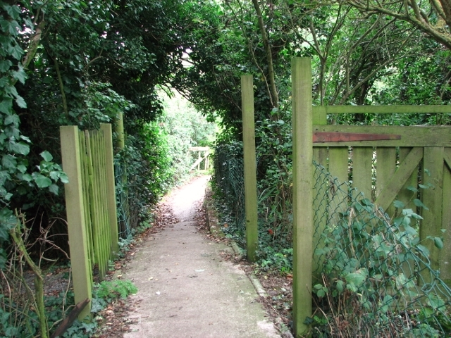 Public footpath to St Olaves