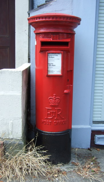 Elizabeth II postbox on Killigrew Street, Falmouth