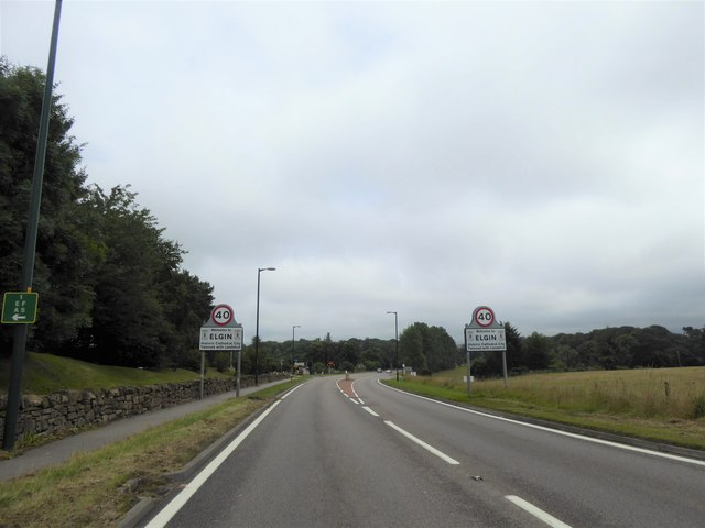 Approaching Elgin from the West