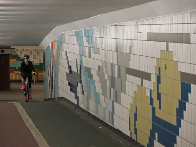 Tiled passageway in the underpass at Hanger Line  tube station (2)