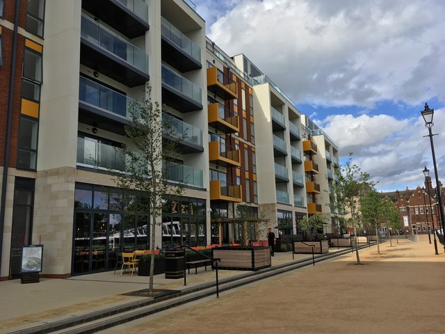 Flats and restaurant on the new Riverside North development