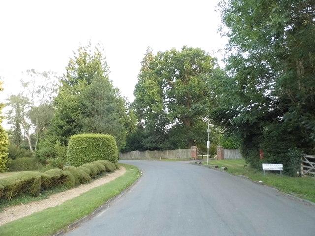 Oakhurst Avenue, Hatching Green