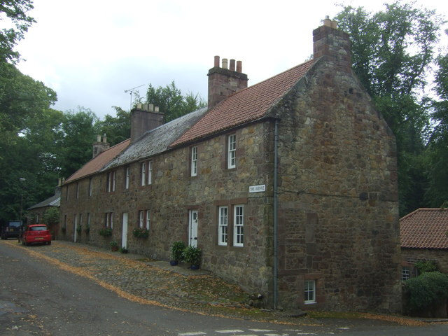 Houses on The Avenue, Gifford
