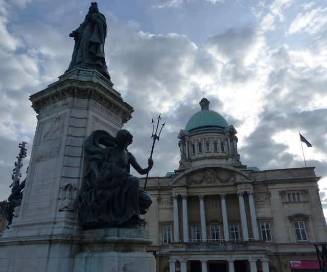 Hull City Hall and Queen Victoria Statue