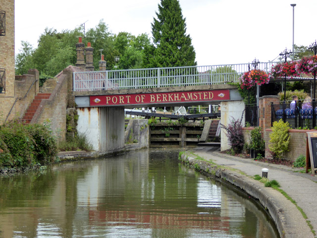 Bridge 142 and lock 54, Grand Union Canal