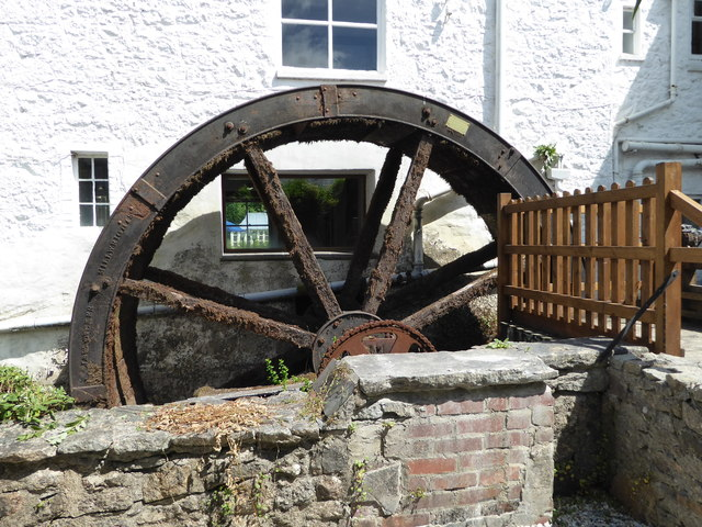 Mill End Hotel - water wheel