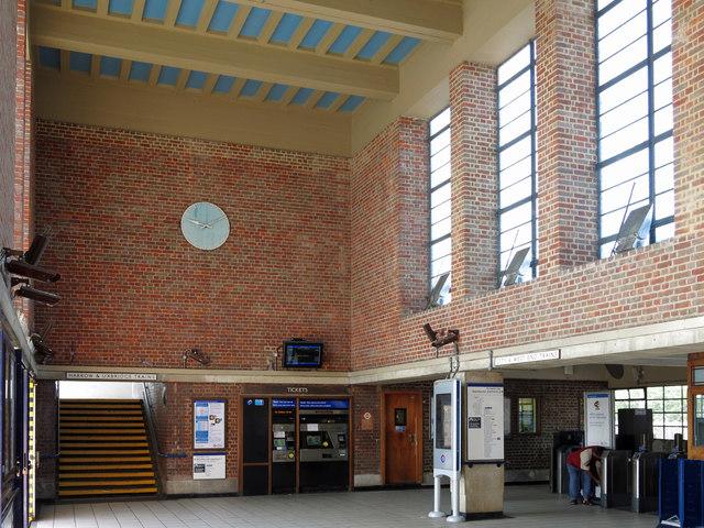 Sudbury Town tube station - interior (2)