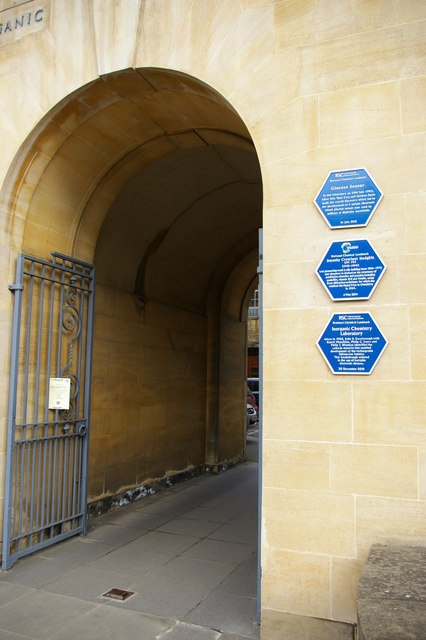 Commemorative plaques on the Inorganic Chemistry building, South Parks Road, Oxford
