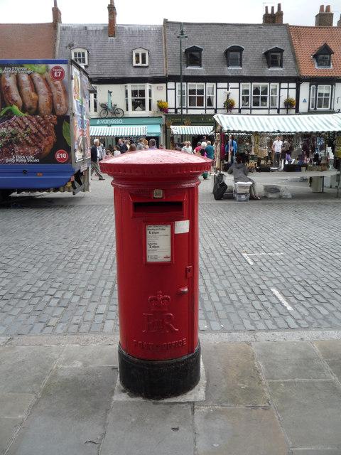 Elizabeth II postbox on Saturday Market, Beverley