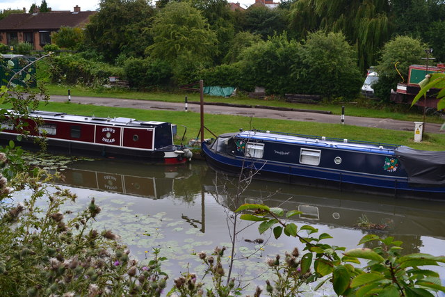 Narrowboats on canal arm beside Nutt's Lane