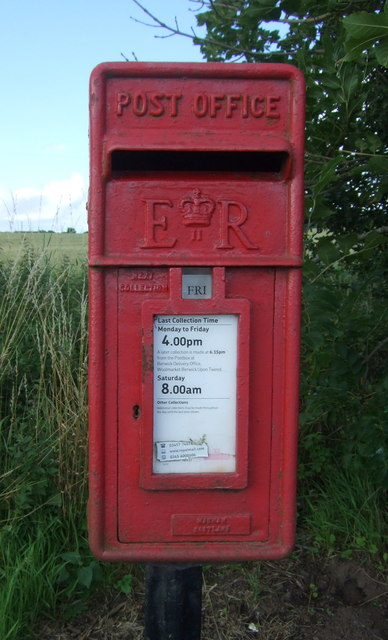 Elizabethan postbox on the A6105, Mordington