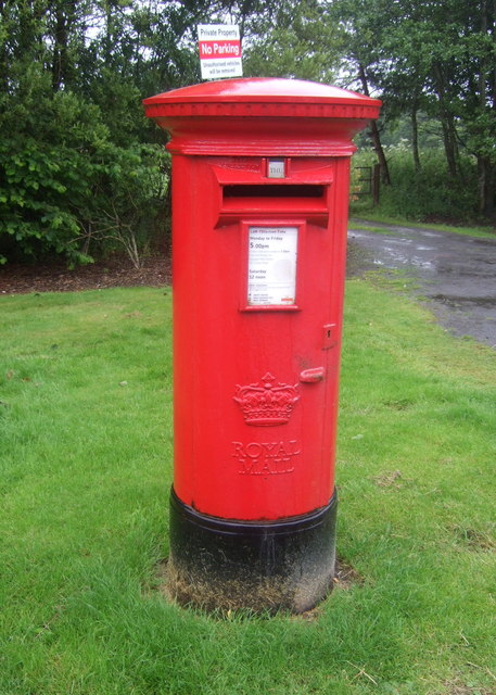Elizabethan postbox on Oakridge Road, Coatbridge