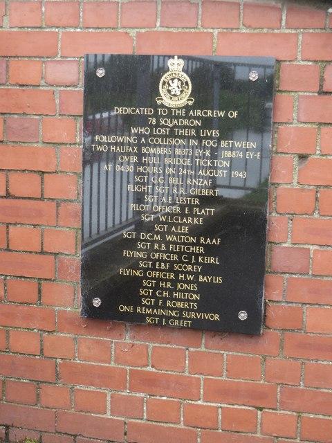 Memorial Plaque, Hull Bridge