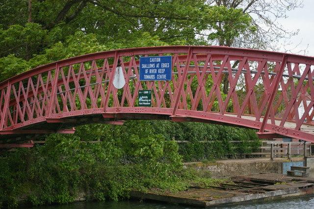 Thames towpath footbridge at Medley