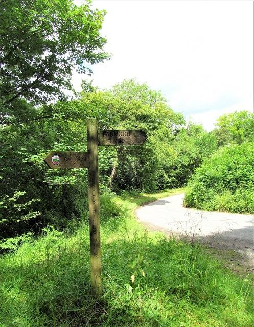 Signpost on the Tabular Hills walk