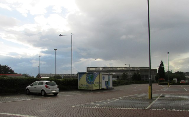 Clothes recycling point, Leven