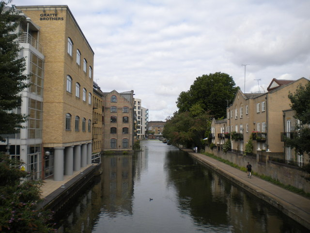 Regent's Canal west of Caledonian Road