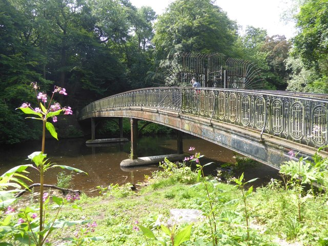 The Humpback Bridge into Glasgow Botanic Gardens