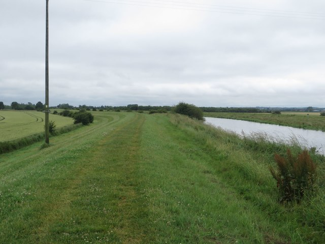 Path beside the River Hull