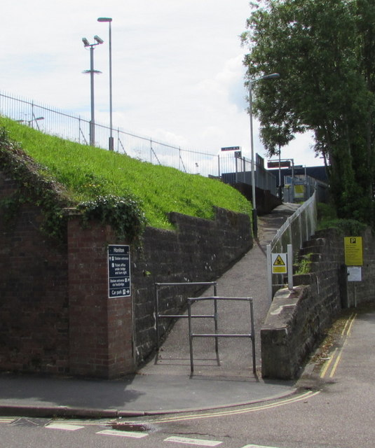 Footpath entrance to Honiton railway station