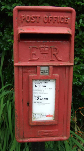 Close up, Elizabeth II postbox, Godolphin Cross