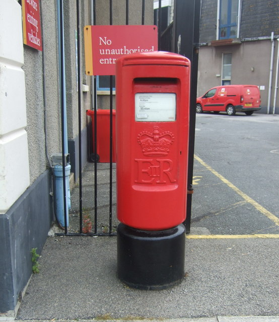 Elizabeth II postbox, Hayle Sorting Office