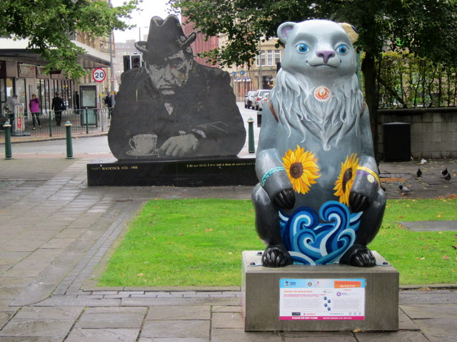 Birmingham Big Sleuth Vincent the Bipolar Bear & Tony Hancock Statue