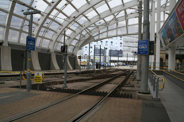 Manchester Victoria: Metrolink tracks with new roof
