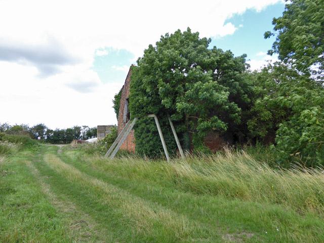 Propped barn, Apton Hall Farm