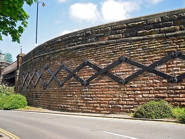 Iron bracing, Victoria Viaduct (1)