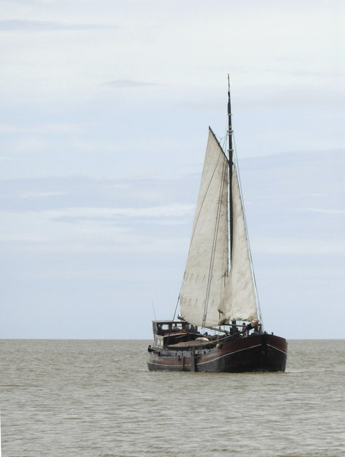 Dutch sailing-barge 'Twee Gezusters' off Shellness (3)