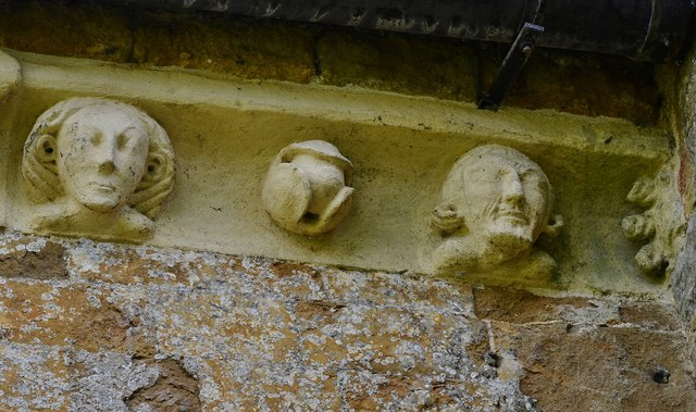 Hanwell, St. Peter's Church: North frieze, ca. 1340: Two faces with ballflower in between