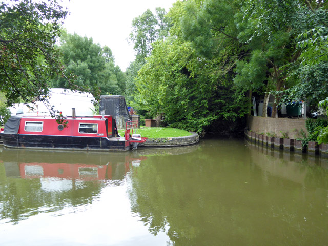 River Bulbourne leaves Grand Union Canal