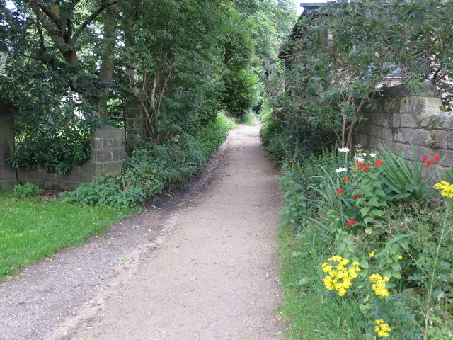 Public Footpath from West Villa Road to Kelcliffe in Guiseley