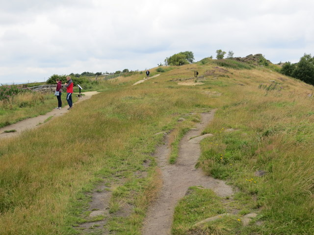Footpaths along the top of Otley Cevin at Surprise View
