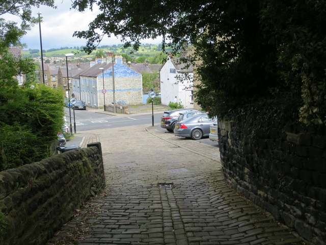 Well Hill at its junction with Westgate in Otley
