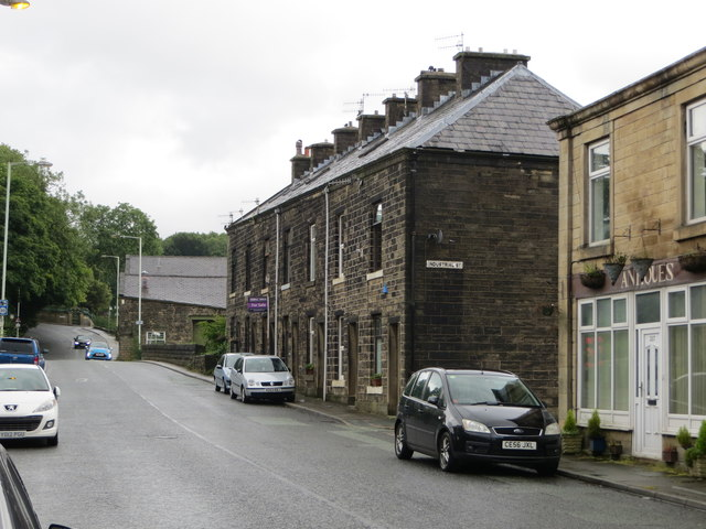 Bolton Road North (A676) in Chatterton
