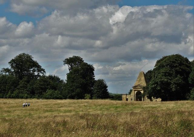Obelisk Park and Obelisk Gatehouse