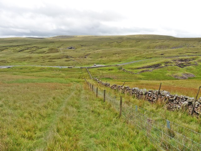 Path down to the cattle grid