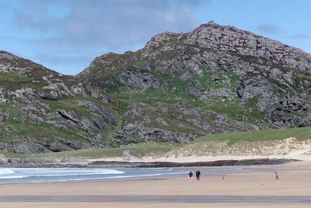 Carnan Eoin across the sand of Kiloran Bay