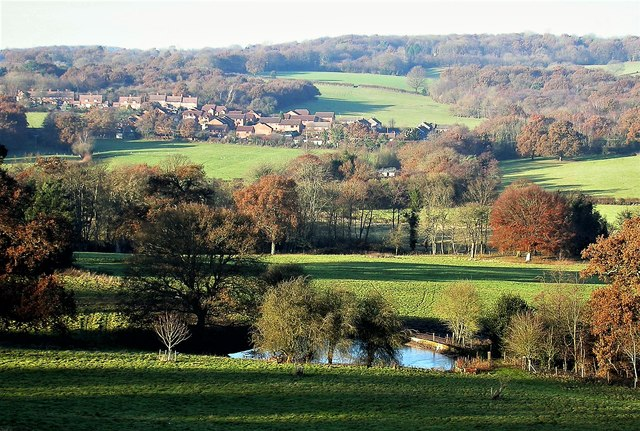 Oaklands Pond and the Brede Valley from North Clays